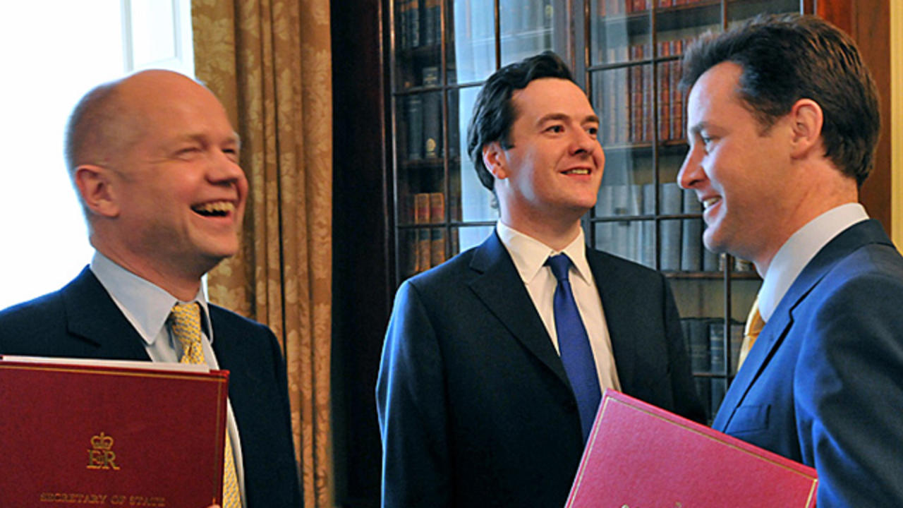 Officiell bild. Utrikesminister William Hague, finansminister George Osborne och vice premiärminister Nick Clegg.