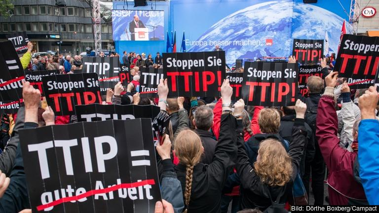Tyska demonstranter mot TTIP.